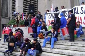La política chilena: el descrédito de la clase política, los nuevos movimientos sociales y la ausencia de alternativas políticas nacionales